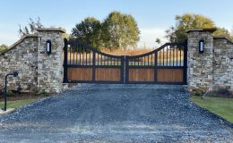 double slide gate in aluminum and wood